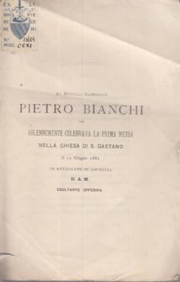 AL NOVELLO PIETRO BIANCHI CHE SOLENNEMENTE CELEBRAVA LA PRIMA MESSA NELLA CHIESA DI S. GAETANO IL 12 GIUGNO 1881 IN ATTESTATO DI AMICIZIA D.A.M. ESULTANTE OFFRIVA